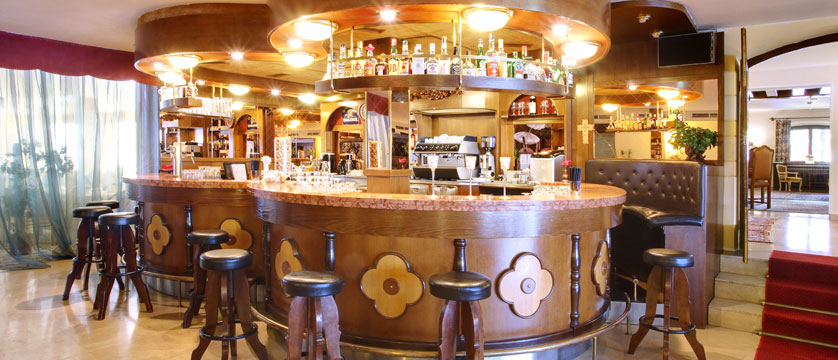 Hotel Tyrol & Alpenhof, Seefeld, Austria - Bar.jpg